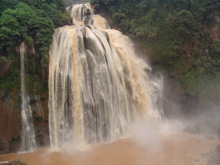 云南石林大叠水瀑布,落差86米