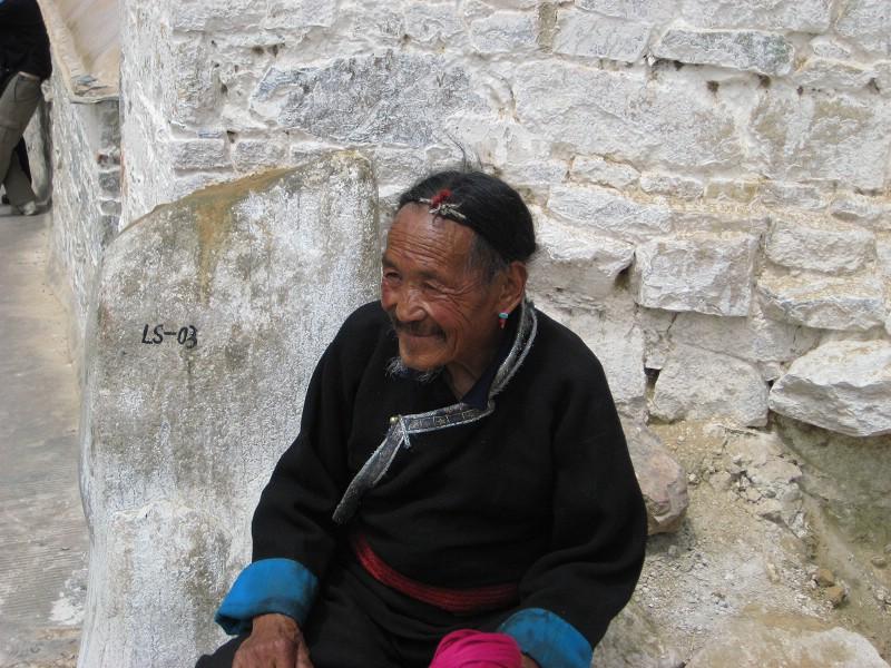 西藏老人速写素材