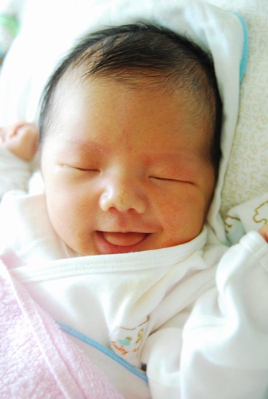 初生婴儿图片 可爱